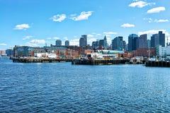 Muelle largo con el bloque de aduanas en el distrito financiero Boston M Imagen de archivo