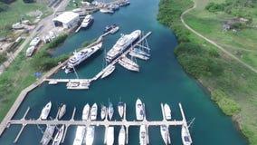 Muelle para los barcos en Panamá metrajes