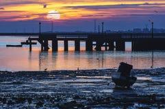 Muelle Puerto Cádiz real España de la puesta del sol fotos de archivo