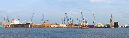 Muelle seco en el puerto de Hamburgo imágenes de archivo libres de regalías