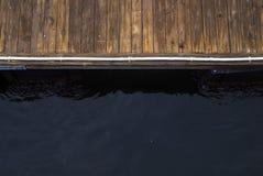 Muelle y agua imagen de archivo libre de regalías