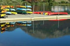 Muelle y alquileres de la canoa Fotografía de archivo libre de regalías