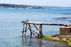Muelle y mar viejos Foto de archivo libre de regalías