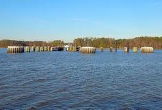 Muelles de transbordador de Jamestown-Escocia de James River fotografía de archivo libre de regalías