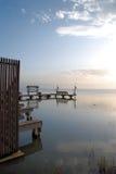 Muelles del barco en la bahía Foto de archivo libre de regalías