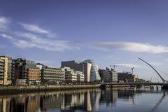 Muelles del norte Dublín en Sunny Day imagen de archivo libre de regalías