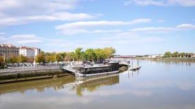 Muelles del río de Adour en Bayona almacen de metraje de vídeo