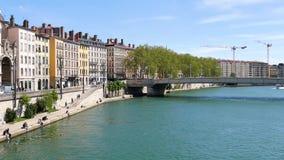 Muelles del río de Saône en Lyon, Francia metrajes