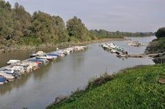 Muelles flotantes, río de po Foto de archivo libre de regalías