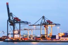 Muelles grandes en el puerto de Rotterdam Imágenes de archivo libres de regalías