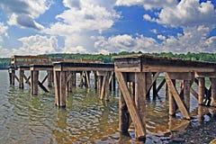 Muelles y agua del barco Fotos de archivo