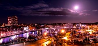 Muelles y puerto deportivo de Ipswich por noche Fotografía de archivo