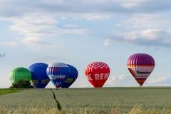 Muenchen, Alemania - 2 de junio de 2018 los globos del aire caliente de differen el Br imagenes de archivo