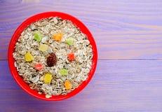 Muesli用干果草莓,葡萄,猕猴桃,桃子 M 图库摄影
