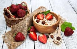 Muesli用草莓 库存图片