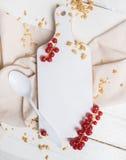 Muesli用酸奶和红色莓果 库存照片