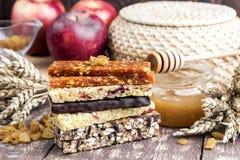 Muesli και ξηρός - φραγμοί φρούτων Στοκ εικόνες με δικαίωμα ελεύθερης χρήσης