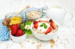 Muesli με τις φράουλες Στοκ εικόνες με δικαίωμα ελεύθερης χρήσης