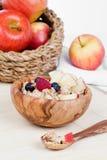 Здоровый шар muesli, яблока, плодоовощ и молока Стоковая Фотография RF