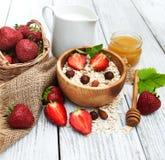 Muesli avec des fraises Photos stock