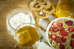 Muesli avec des grains, et une fraise Image stock