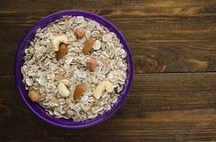 Muesli avec des noix Muesli sur une table en bois vue supérieure de muesli Hea Images stock