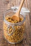 Muesli casalinghi del granola della zucca immagini stock