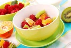 Muesli com frutas frescas como o alimento da dieta Fotografia de Stock Royalty Free
