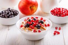 Muesli con frutta fresca Fotografie Stock Libere da Diritti
