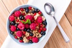 Muesli con la frutta fresca. Fotografia Stock