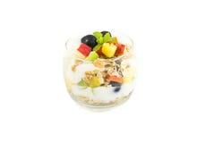 Muesli con las frutas frescas y el yogur imagenes de archivo