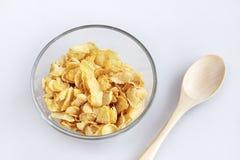 Muesli con los copos de maíz en un glassbowl en el fondo blanco fotografía de archivo libre de regalías