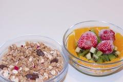 Muesli crocante e fruto fresco Imagens de Stock