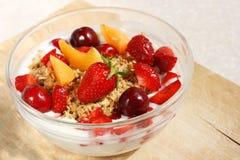 Muesli crujiente de la fruta (avena entera del grano) Imagen de archivo