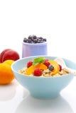 Muesli (granola) com bagas e iogurte Fotos de Stock Royalty Free