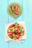 Muesli met vers fruit en smoothie royalty-vrije stock foto