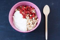 Muesli met yoghurt en gojibes Royalty-vrije Stock Foto's