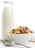 Muesli mit Milch Stockfoto