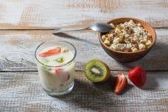 Muesli z jogurtem i owoc Zdjęcie Stock