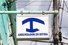 Muestra 'en Divisa de Arrendador 'en el homestay privado particular de la casa para los extranjeros en Cuba Los Homestays para lo fotos de archivo libres de regalías