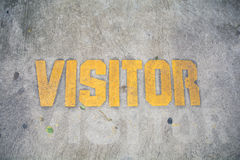 Muestra amarilla del estacionamiento del visitante Imagenes de archivo