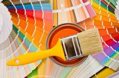 Muestra anaranjada de la pintura. imagenes de archivo