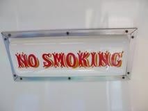 Muestra blanca que dice no fumar Imagen de archivo libre de regalías
