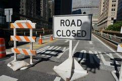 Muestra cerrada del camino en Nueva York imagen de archivo