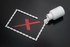 Muestra x con las píldoras Foto de archivo libre de regalías
