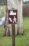 Muestra de Brown que indica camino a un castillo Imagenes de archivo