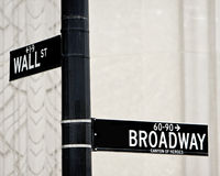 Muestra de calle de Wall Street y de Broadway Fotos de archivo