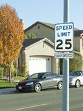 Muestra de calle del límite de velocidad 25mph Imagen de archivo libre de regalías