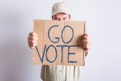 Muestra de Holding Go Vote del conductor de camión Fotos de archivo