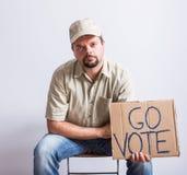 Muestra de Holding Go Vote del conductor de camión Fotografía de archivo